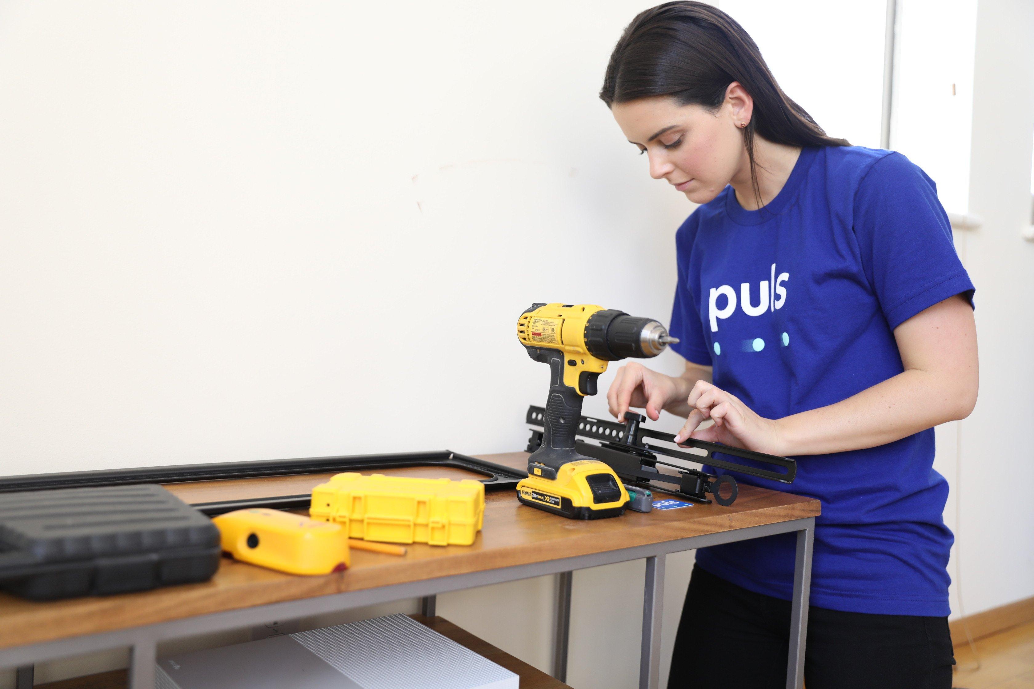 Puls TV mounting technician