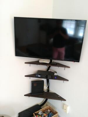 corner TV mount by Puls