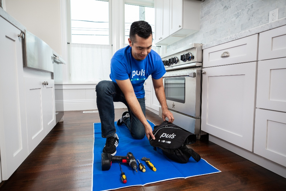 Puls oven repair technician