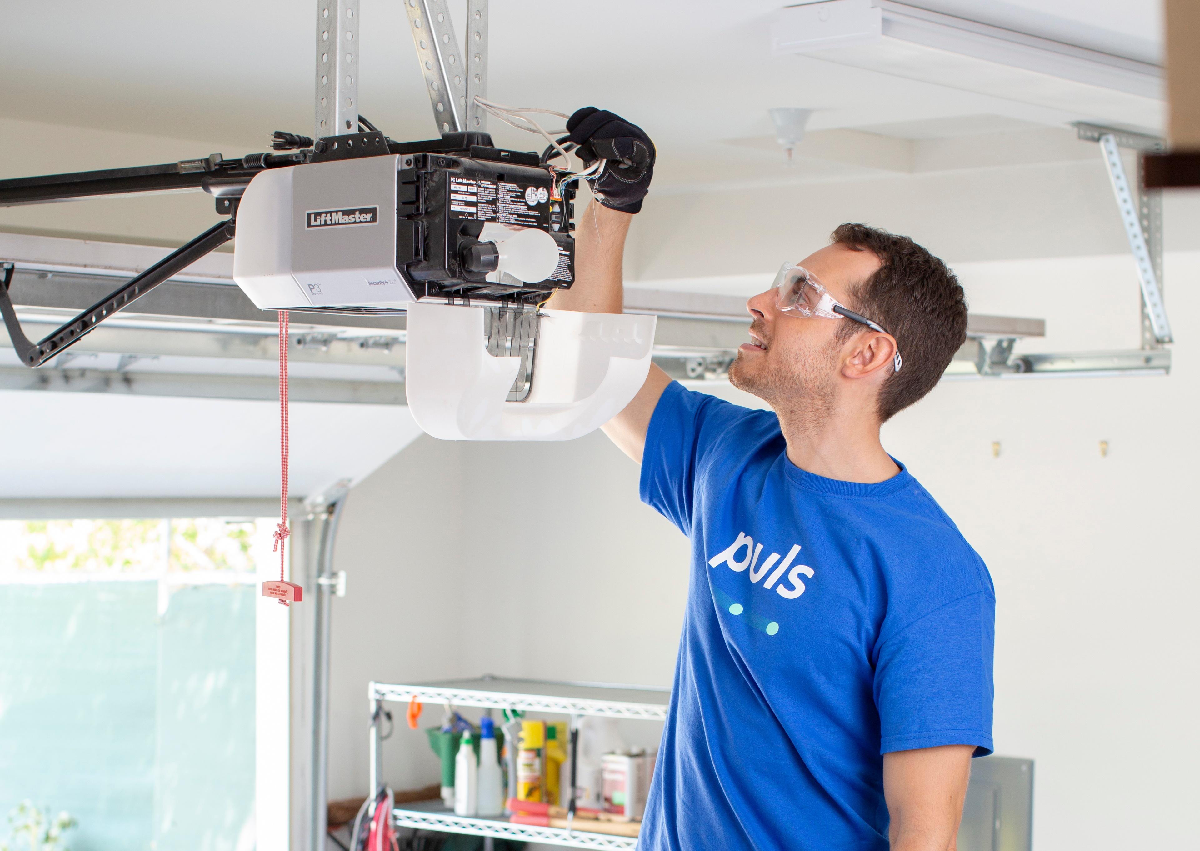 Puls garage door repair technician