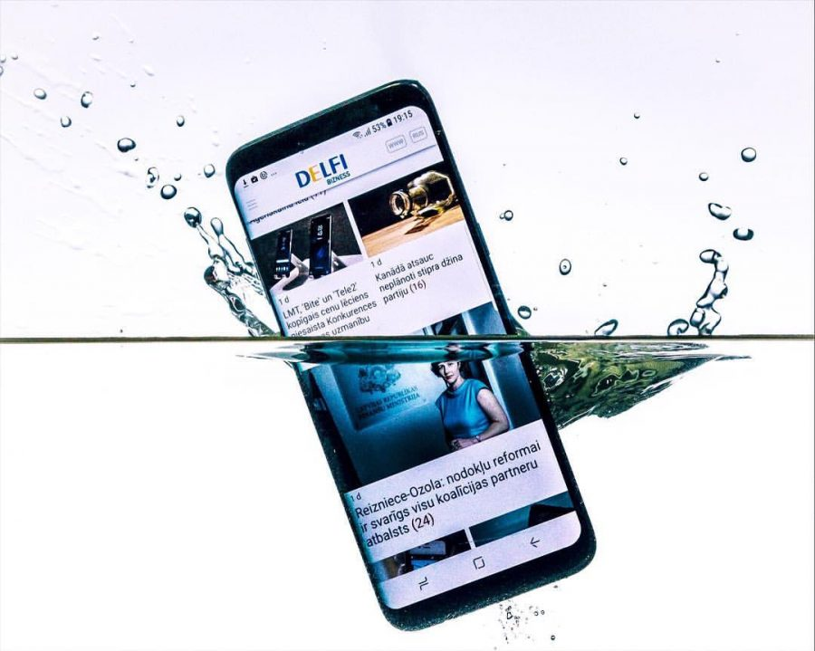 samsung phone dropped in water