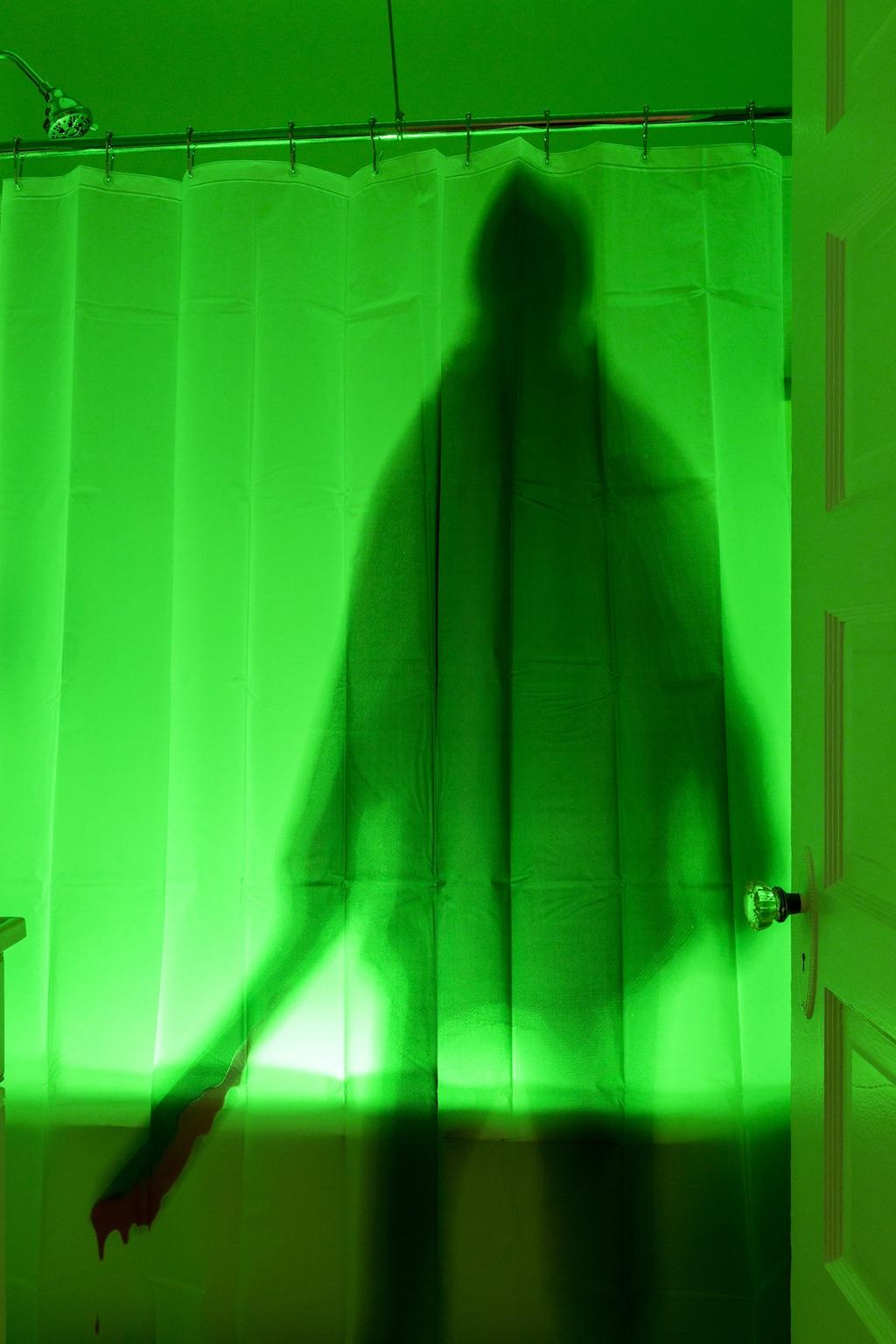 Phillips hue glow light in bathtub