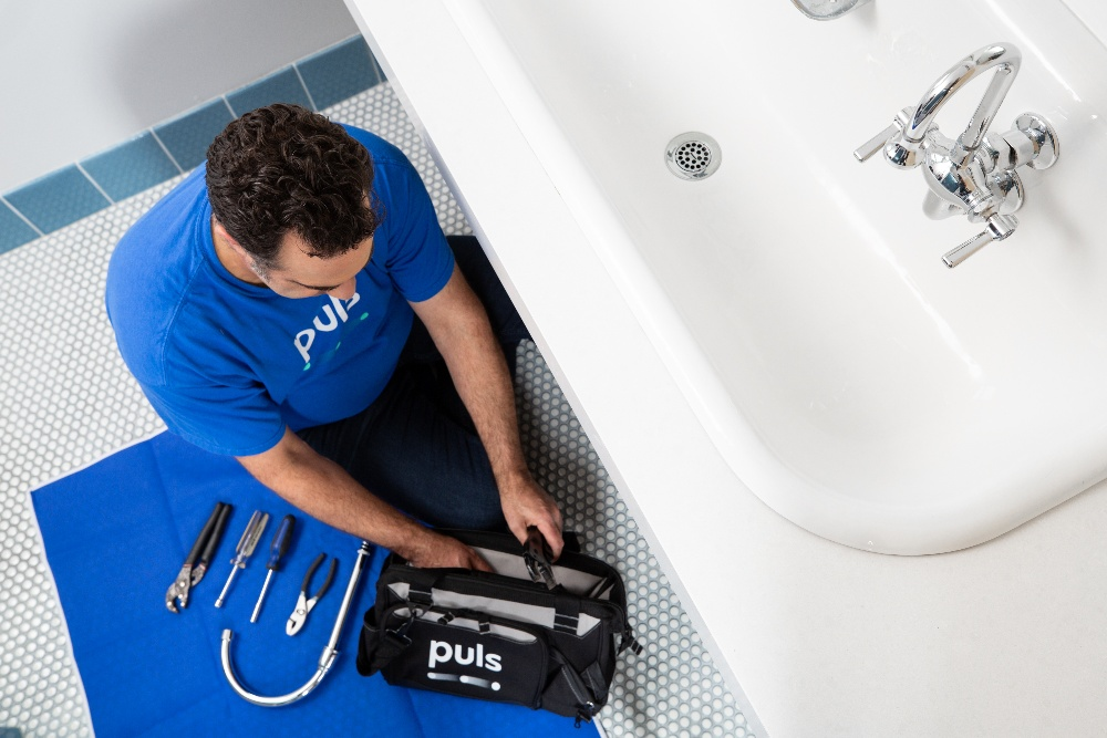 Puls plumber unclogging bathroom sink