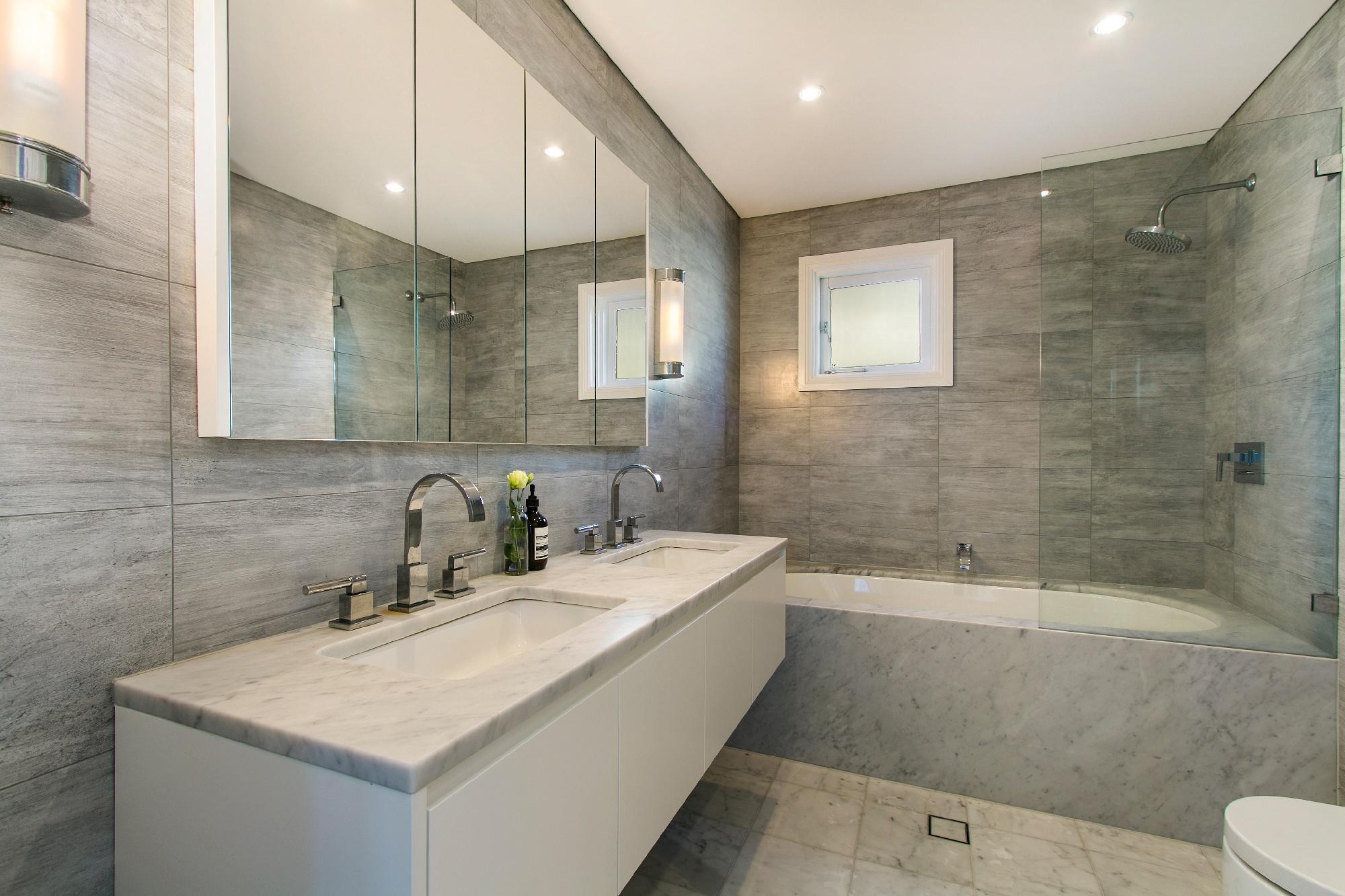 neutral tiles in bathroom