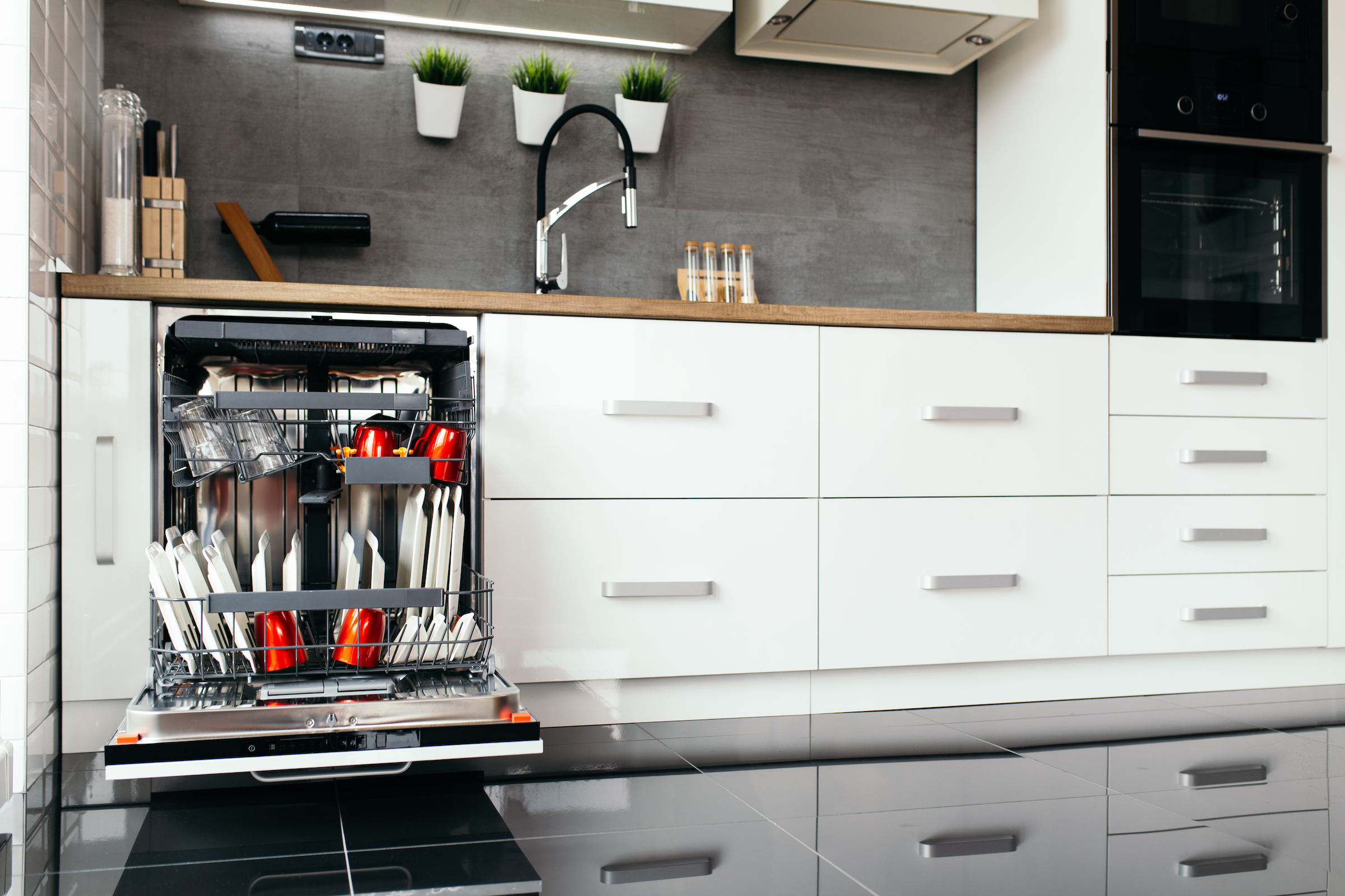 When looking at the best new dishwashers, it's important to remember the fundamental features you need.