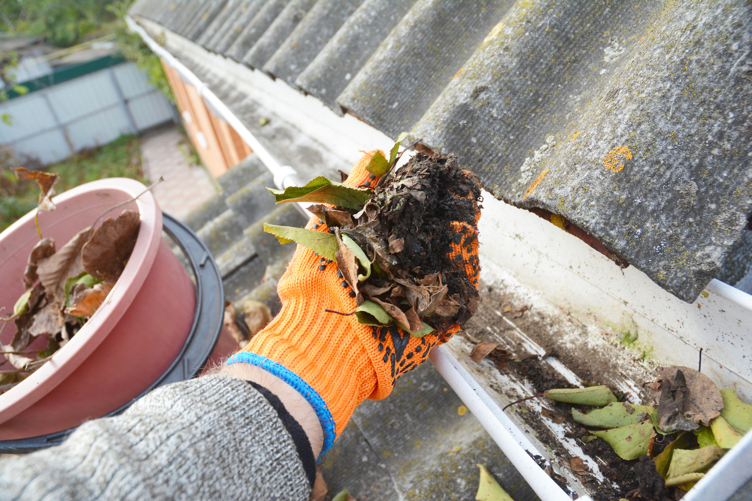 Gutter cleaning near me: what qualities to look for in a great company
