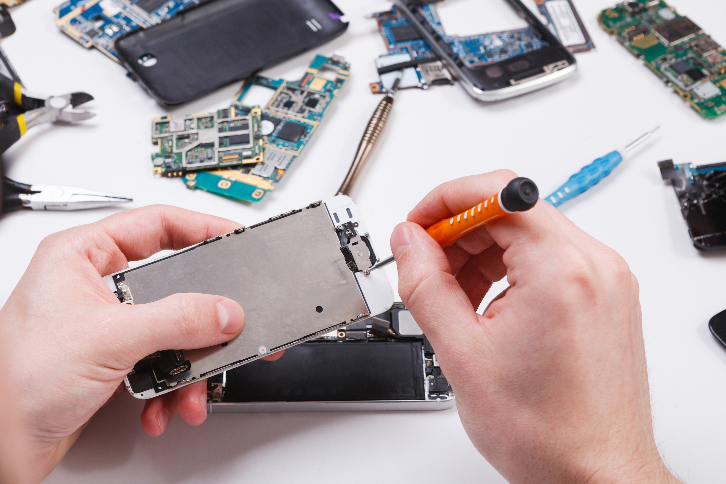 Factors that influence third party phone repair prices.
