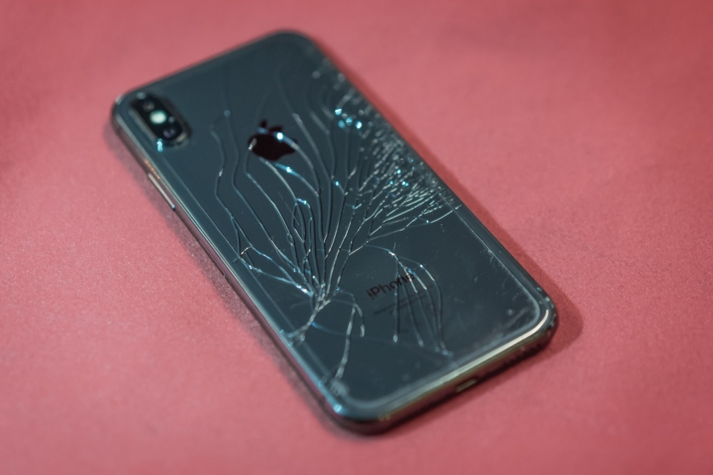 online store e5ff3 00b94 Cracked iPhone X Screen? Here's What You Can Do
